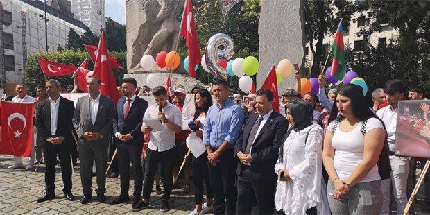 Wiener Türken bei Gedenkfeier zum Putschversuch