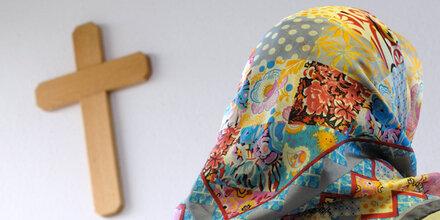 Kreuz & Kopftuch sorgen für neuen Koalitionskrach