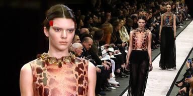 Kendall Jenner am Catwalk für Givenchy