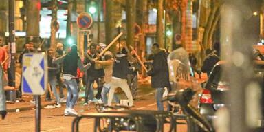 Flüchtlinge liefern sich wilde Straßenschlachten in Paris