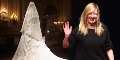 Sarah Burton mit Ritterwürden ausgezeichnet