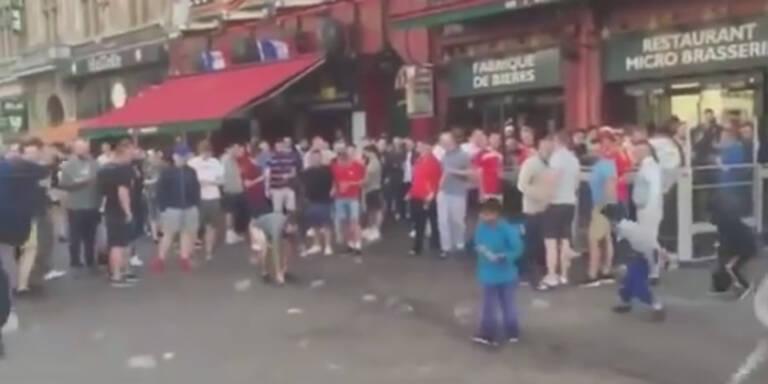 England-Fans demütigen bettelnde Kinder