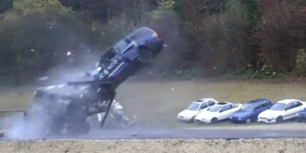 So sieht Ihr Auto nach 200km/h Crash aus