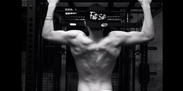 Wer hat diesen Muskel-Rücken?