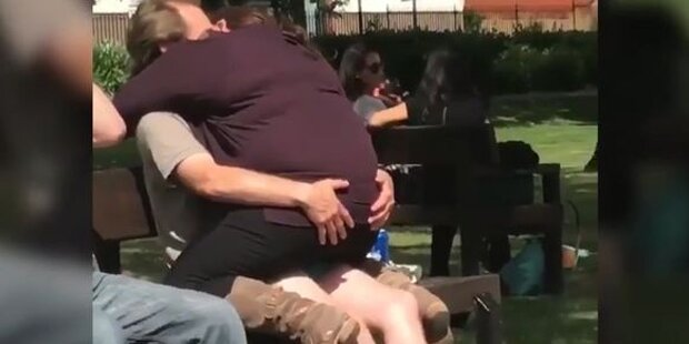 Shitstorm: Pärchen macht am Spielplatz rum