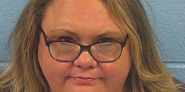 Verheiratete Lehrer-Oma verführt Schüler