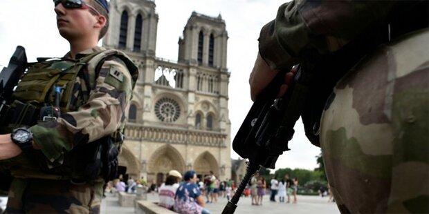 Soldat in Paris mit Messer angegriffen