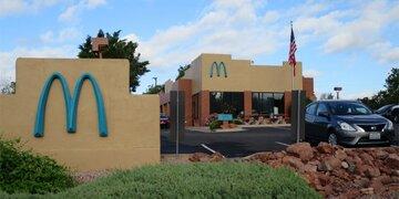 Weltweit einzigartig: Deshalb ist das Logo dieser McDonald's-Filiale türkis