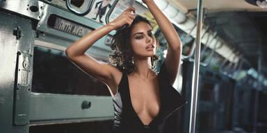 Wow! Adriana Lima superheiß mit der Metro unterwegs