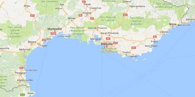 Auto rast in Bushaltestellen in Marseille: Ein Toter