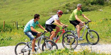 Mit E-Bikes die Bergwelt erobern!