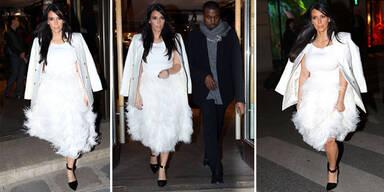 Kim Kardashian im Federkleid