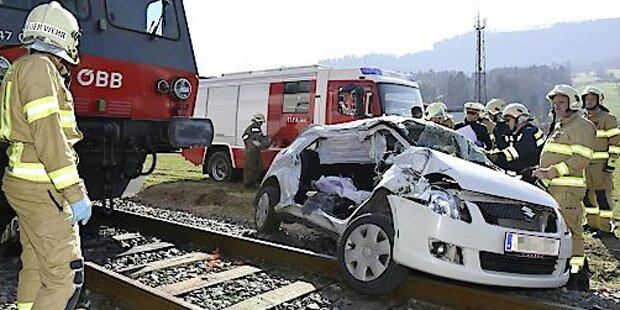 Crash mit Zug: Zwei Frauen tot