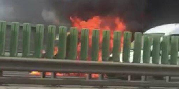 Tangente: Lieferwagen geht in Flammen auf