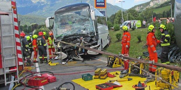 Busunglück in OÖ fordert zwölf Verletzte