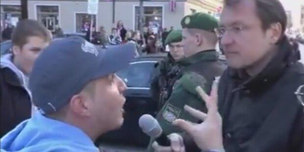Muslim pöbelt gegen rechten Demonstranten