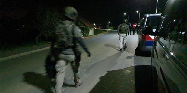 Mann schießt auf Polizeiauto - Cobra im Einsatz