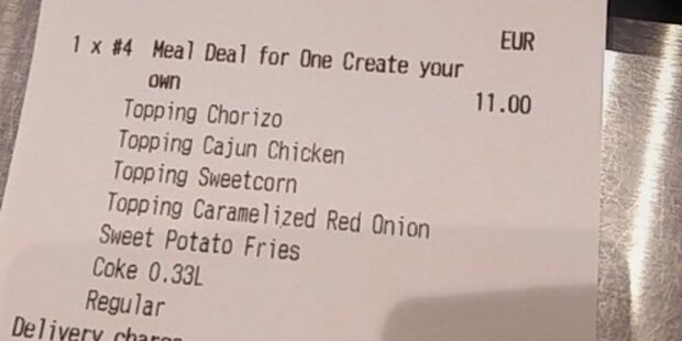Als die Angestellte die Rechnung sah, konnte sie nicht mehr aufhören zu lachen