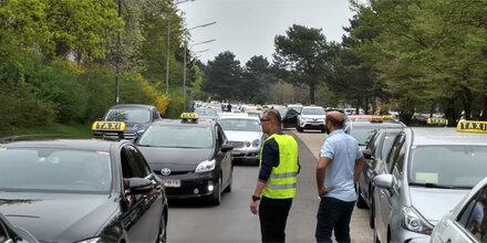 1.000 Taxifahrer legten Wiener City lahm