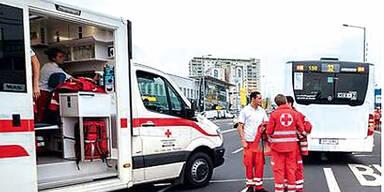Pensionistin (73) rammte Linienbus: 3 Kinder verletzt
