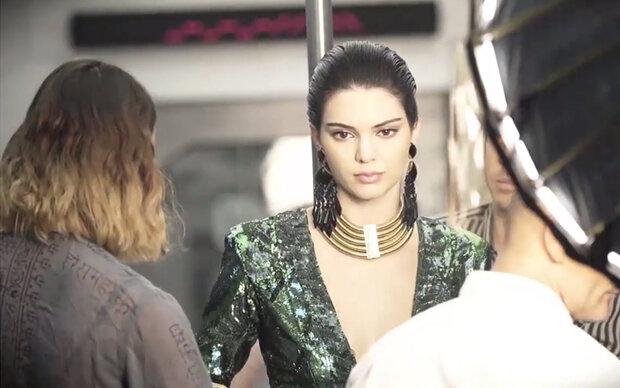 Kendall Jenner tanzt für H&M x Balmain
