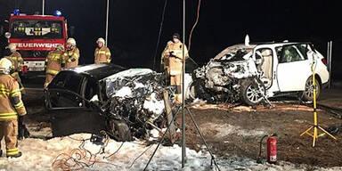 Frontal-Crash fordert einen Toten & zwei Schwerverletzte