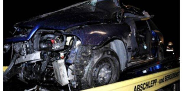 Zwei Mädchen und Mutter bei Unfall getötet