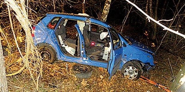 Lenker lag 4 Stunden im Auto: Tochter fand ihn