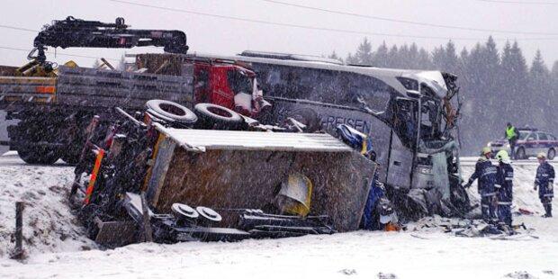 Ein Toter bei Frontal-Crash in Salzburg