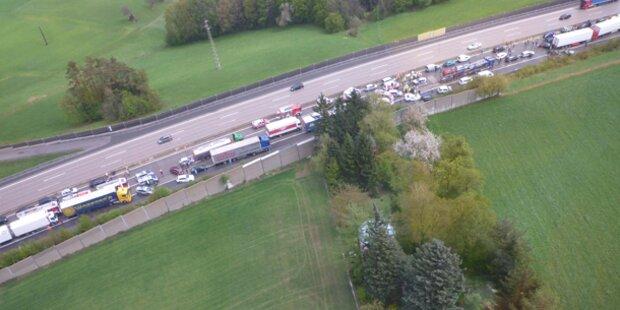 Spektakulärer Unfall auf der Westautobahn