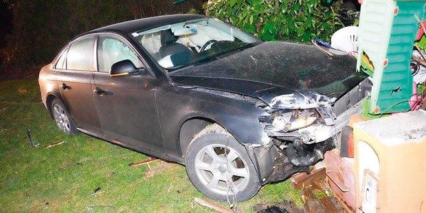 Unfallauto raste durch Zaun in Garten