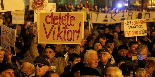 Massendemo gegen Orban