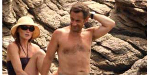 Der französische Präsident in Badehosen