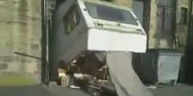 Wohnwagen beim Ausparken zerstört