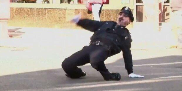 Tanzender Polizist regelt US-Verkehr