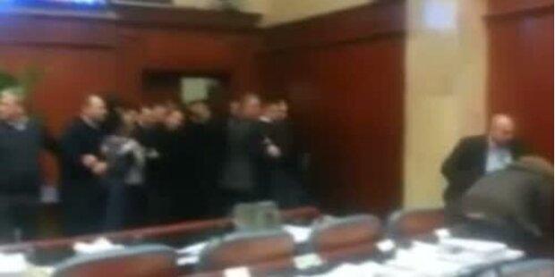 Mazedonien: Brutale Prügelei im Parlament