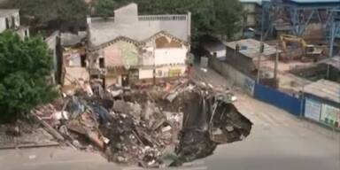 China: Zwei Häuser von Krater verschluckt