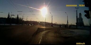 Meteorit verglüht in der Erdatmosphäre