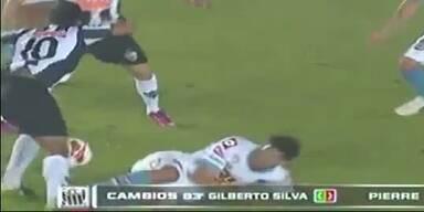 Brutales Foul streckt Ronaldinho nieder