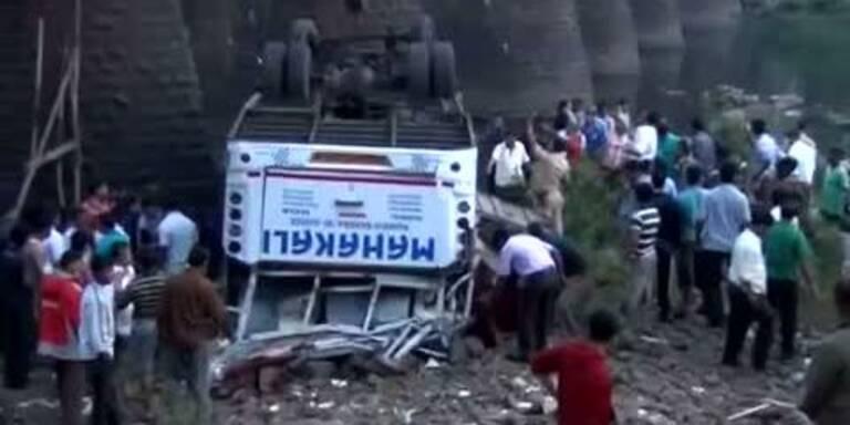 Mindestens 32 Tote bei Busunglück in Indien