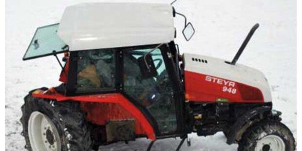 Traktorfahrer aus Kabine katapultiert