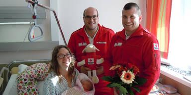 Dramatische Geburt: Sanis bringen Baby zur Welt