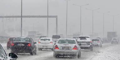Schneechaos auf Salzburgs Straßen