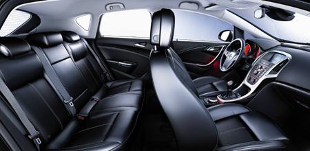 Vor allem die inneren Werte stimmen beim Opel Astra. Er hat genügend Stauraum.