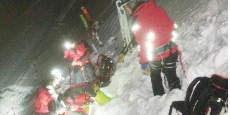 Snowboarder stürzte 25m in Fels-Loch