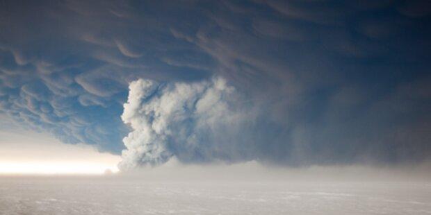 Vulkan Nevado del Ruiz spuckt Asche