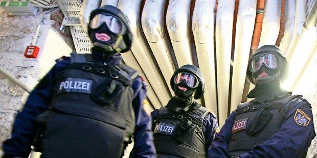 Wega-Einsatz in Wien: Duo sperrte Männer ein