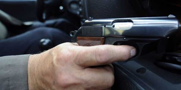 Lokal-Gäste mit Gas- Pistole bedroht