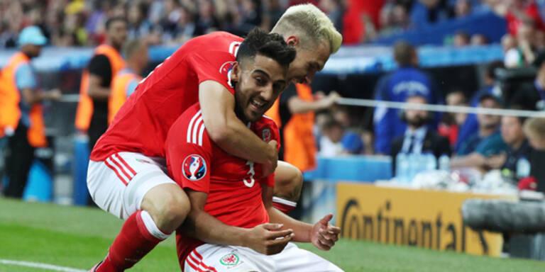 Wales erobert gegen Russland Platz eins