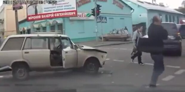 Russe lässt Auto nach Unfall einfach stehen